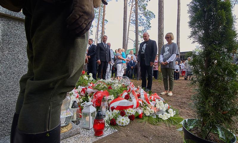 Społeczeństwo, uroczystości odsłonięcia obelisku - zdjęcie, fotografia