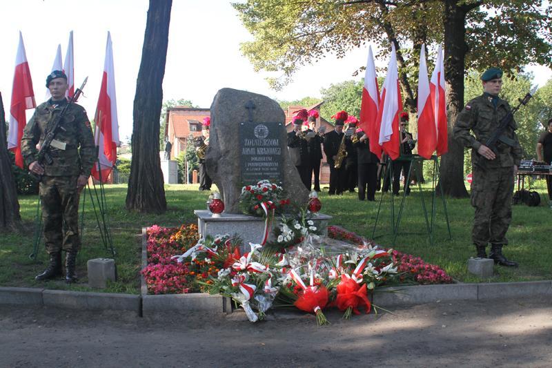 Społeczeństwo, Manifestacja patriotyczna rocznicę wybuchu Powstania Warszawskiego - zdjęcie, fotografia