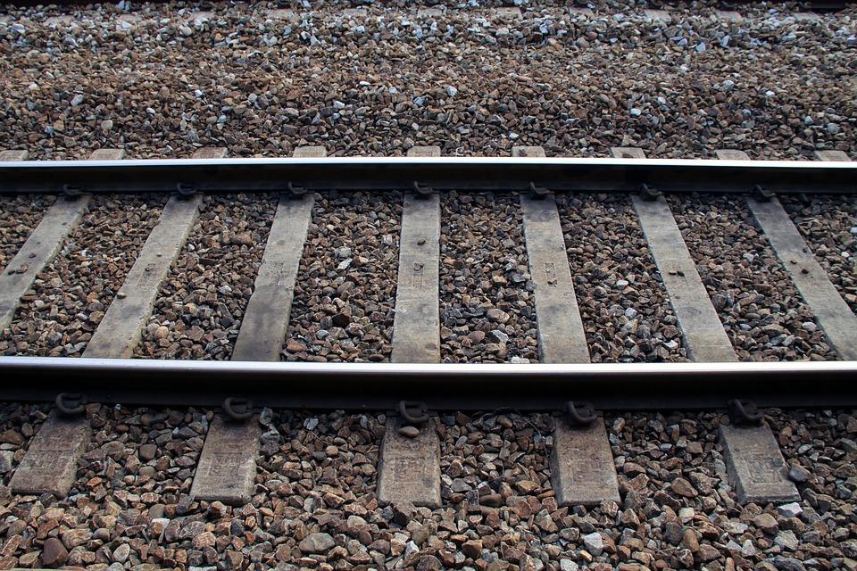 Społeczeństwo, dalej remontem dworca - zdjęcie, fotografia