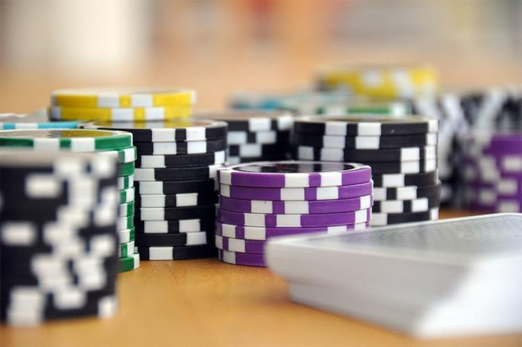 """Społeczeństwo, Wydano koncesję prowadzenie kasyna hotelu """"Bast"""" - zdjęcie, fotografia"""
