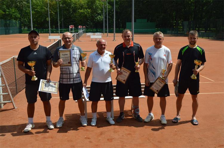 Tenis ziemny, Jarosław Prill wygrał tenisowym turnieju puchar dyrektora - zdjęcie, fotografia
