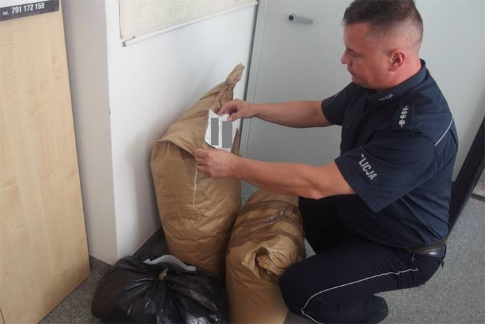 policja A, tytoń leżakował mieszkaniu - zdjęcie, fotografia