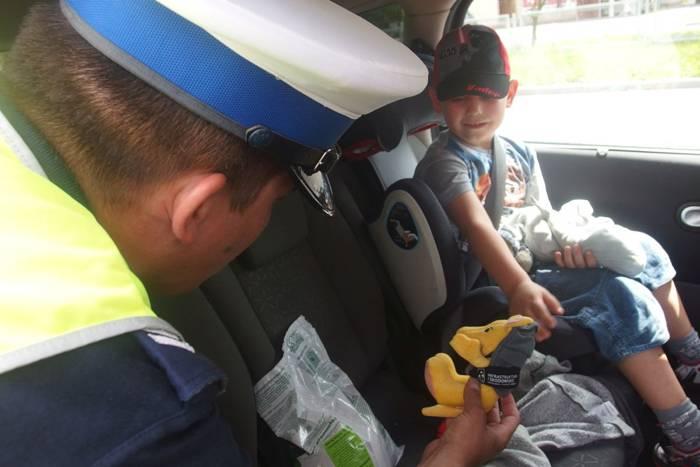 policja A, Pancernik foteliku trafił dzieci - zdjęcie, fotografia