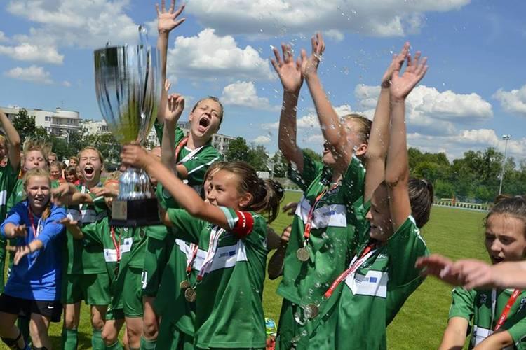 Piłka nożna, Zawodniczki Szóstki Mistrzyniami Polski kadrą wojewódzką - zdjęcie, fotografia