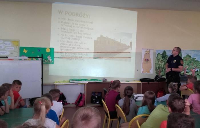 szkoły podstawowe, Rozmawiali bezpiecznych wakacjach - zdjęcie, fotografia