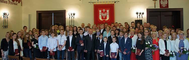 edukacja, Laureaci olimpiad inowrocławskim ratuszu - zdjęcie, fotografia