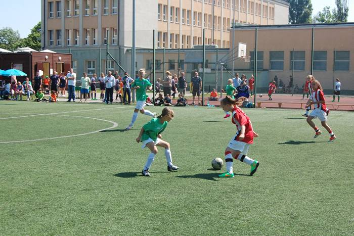 sport, dziewczęta piłkę kopały - zdjęcie, fotografia