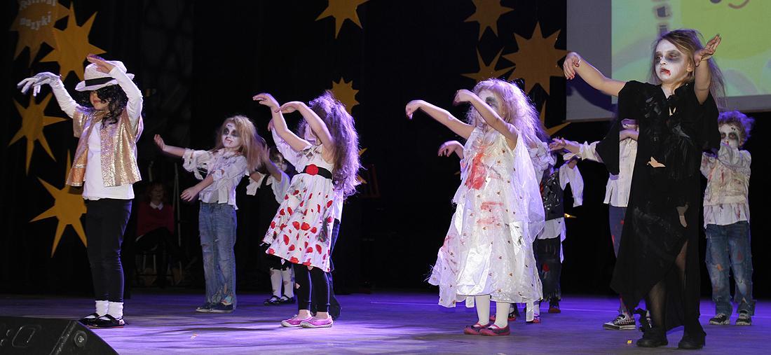 edukacja, Przedszkolaki zaprezentowały swoje talenty deskach teatru - zdjęcie, fotografia