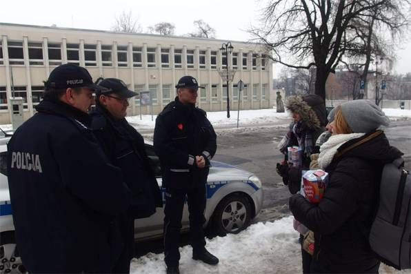 WOSP, Policjanci podsumowali tegoroczny WOŚP - zdjęcie, fotografia