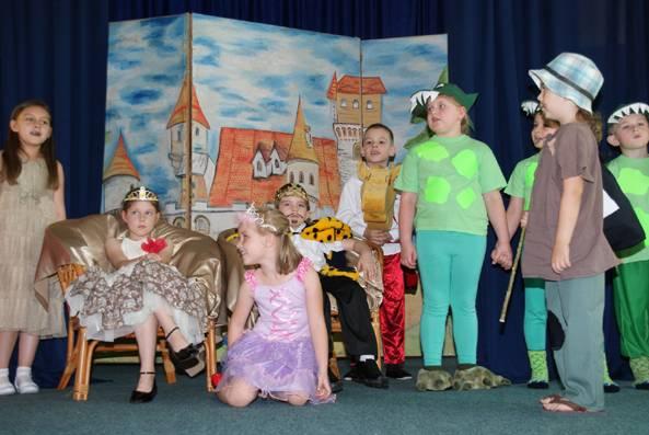 edukacja, Przedszkolaki dały wspaniały występ - zdjęcie, fotografia