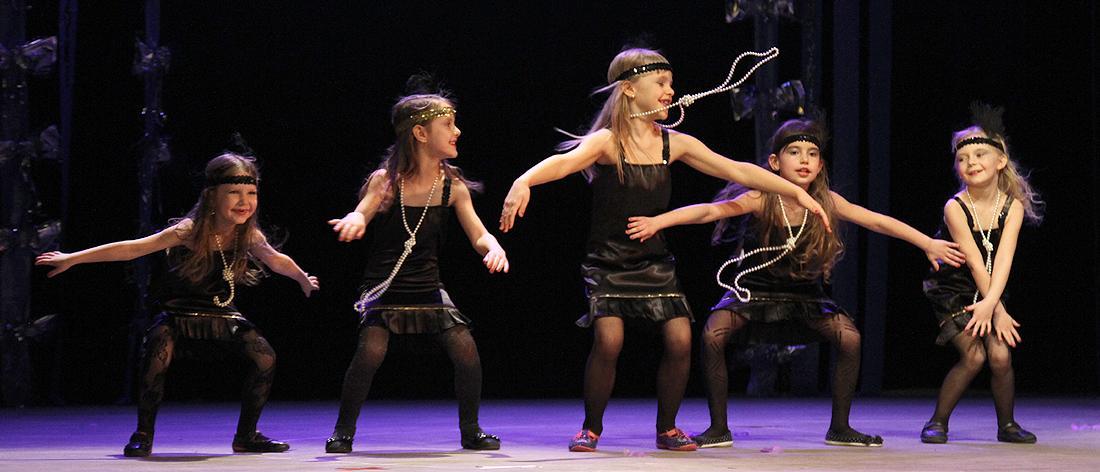 edukacja, Przedszkolaki zaprezentowały taniec śpiew - zdjęcie, fotografia