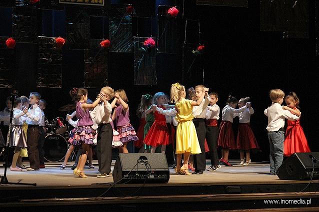 Wiadomości, Przedszkolaki zaprezentowały taniec śpiew - zdjęcie, fotografia