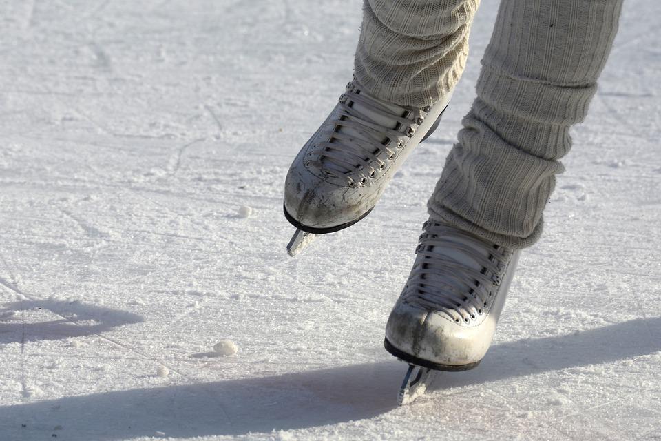Wiadomości, mikołajki inauguracja sezonu inowrocławskim lodowisku! - zdjęcie, fotografia