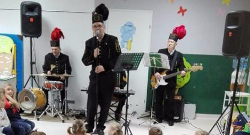 """przedszkola, Przedstawiciele inowrocławskiej Orkiestry Przedszkolu """"Pod Tęczą"""" - zdjęcie, fotografia"""