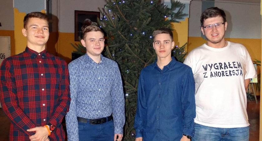 ponadgimnazjalne, Czterech uczniów Kaspra - zdjęcie, fotografia