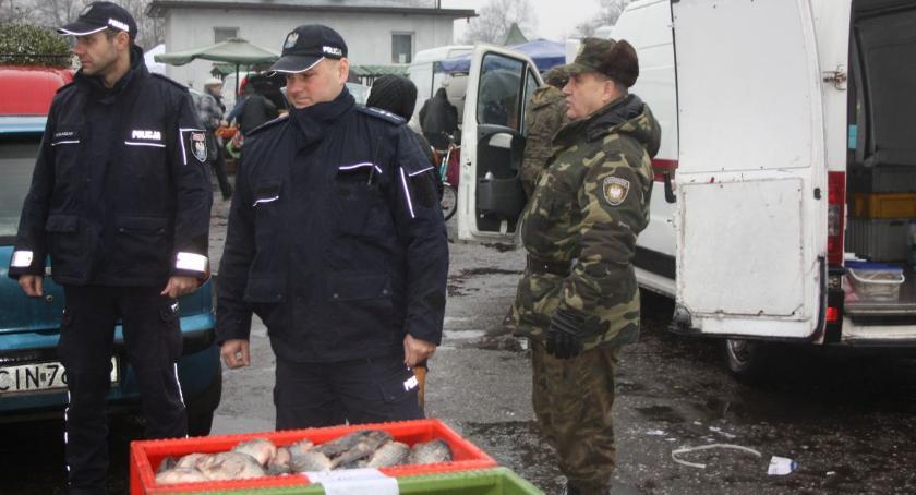 Komunikaty Policja, Policjanci skontrolowali punkty sprzedaży - zdjęcie, fotografia