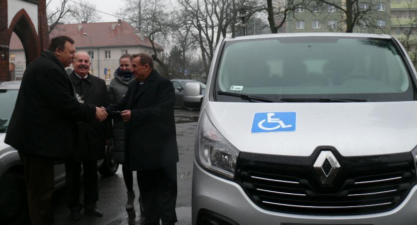 Samorząd, samochód święta Ludzisku - zdjęcie, fotografia