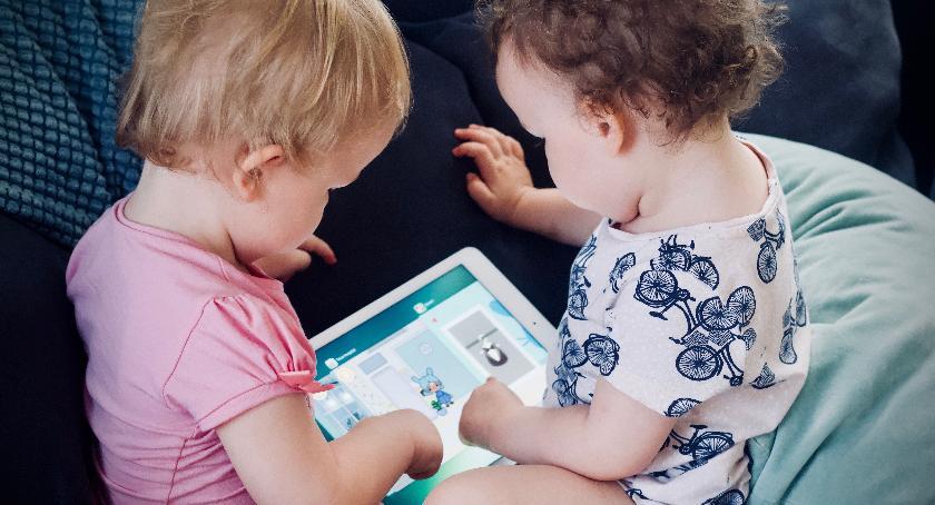 zdrowie, technologie wpływ rozwój dziecka - zdjęcie, fotografia
