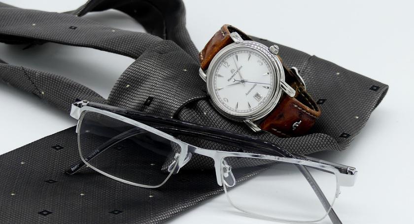 lifestyle, czego dopasować męski zegarek - zdjęcie, fotografia