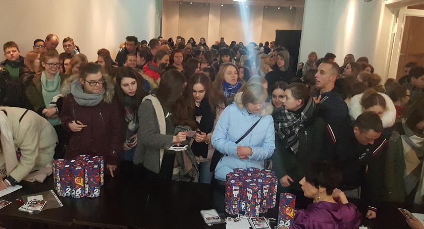 Festyny, Wolontariusze WOŚP gotowi przed niedzielnym finałem - zdjęcie, fotografia