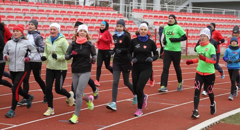 WOSP, WOŚP sportowo biegają grają - zdjęcie, fotografia