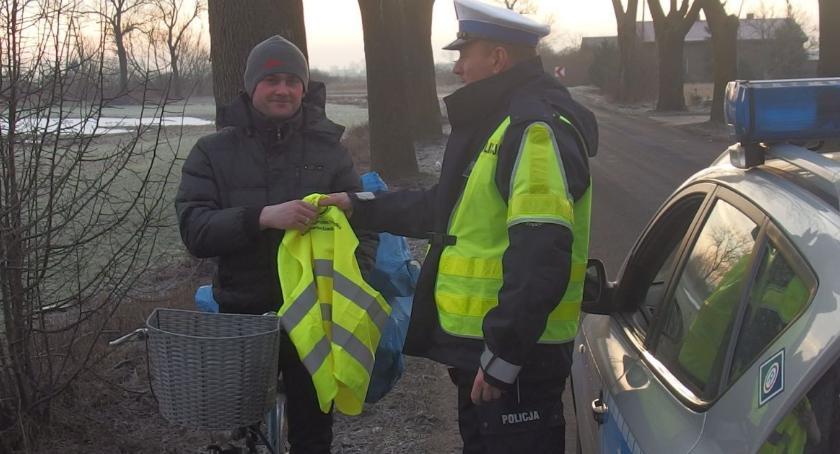 Komunikaty Policja, Odblaski inowrocławskich kierowców - zdjęcie, fotografia