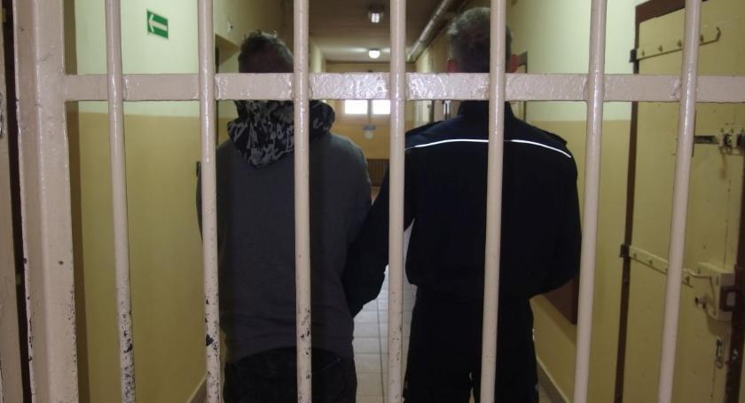 Sprawy kryminalne , Aresztowany miesiące rozbój nożem - zdjęcie, fotografia