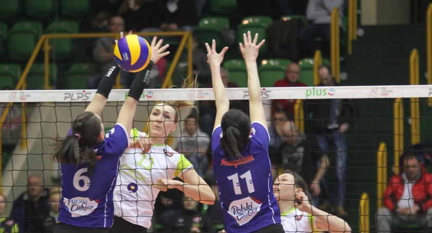 Siatkówka, Siatkówka kobiet przegrywa Muszyną - zdjęcie, fotografia