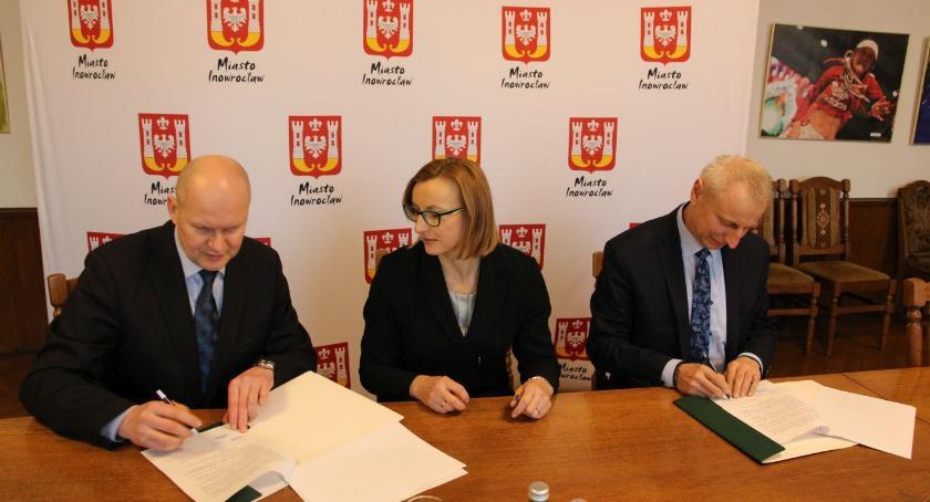 Gospodarka, Umowa Volvo autobusy podpisana - zdjęcie, fotografia