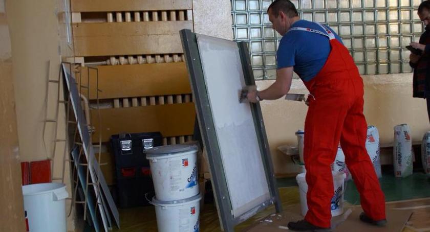 ponadgimnazjalne, Budowlance odbyło szkolenie zawodowe - zdjęcie, fotografia