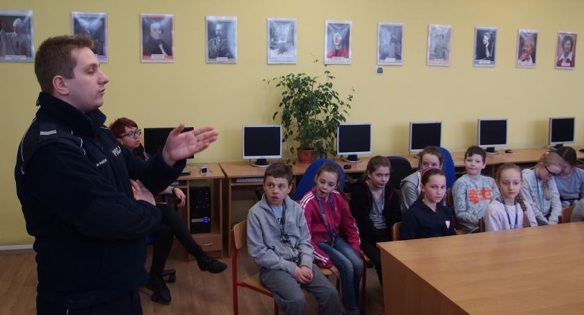 Komunikaty Policja, odpowiedzialności emocjach Policją - zdjęcie, fotografia