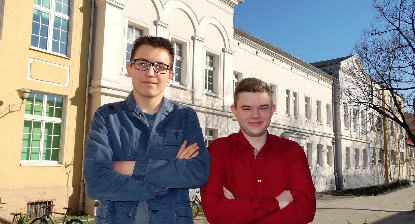 """ponadgimnazjalne, Historyczny sukces uczniów """"Kaspra"""" - zdjęcie, fotografia"""