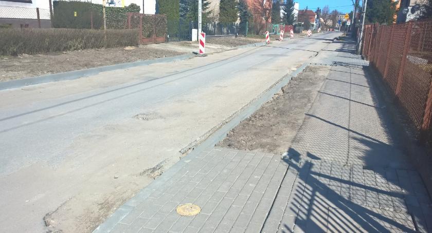 Samorząd, sprawie remontu chodników - zdjęcie, fotografia