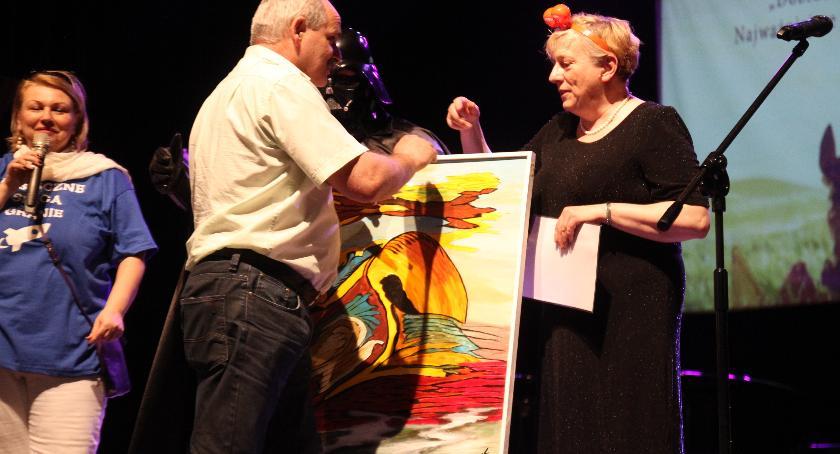 Koncerty, Serca ponownie zagrały teatrze - zdjęcie, fotografia
