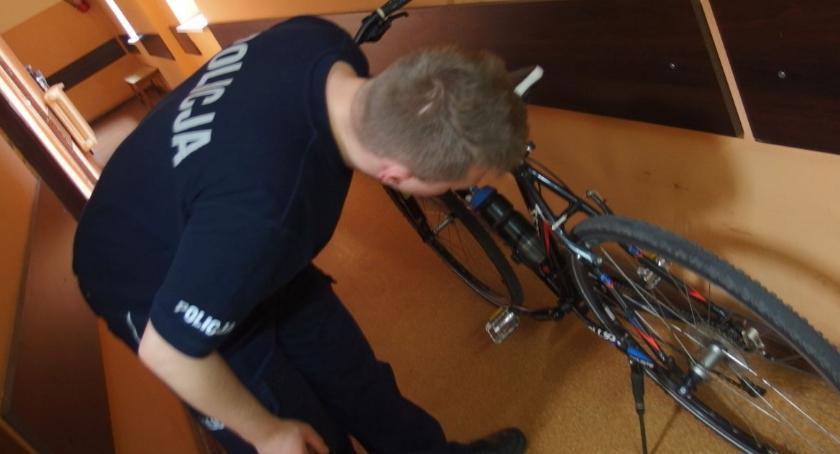 Komunikaty Policja, rower - zdjęcie, fotografia