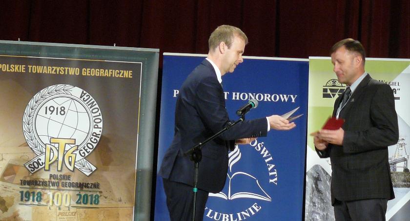 ponadgimnazjalne, Geograf Konopy doceniony okolicznościowym medalem - zdjęcie, fotografia