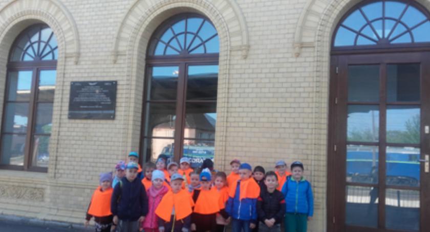 przedszkola, Dzieci Muzycznej Krainy wyruszyły pociągiem wycieczkę - zdjęcie, fotografia