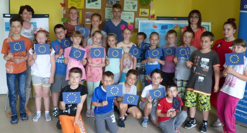 szkoły podstawowe, Uczniowie kontra Europejska Hufcu Pracy - zdjęcie, fotografia