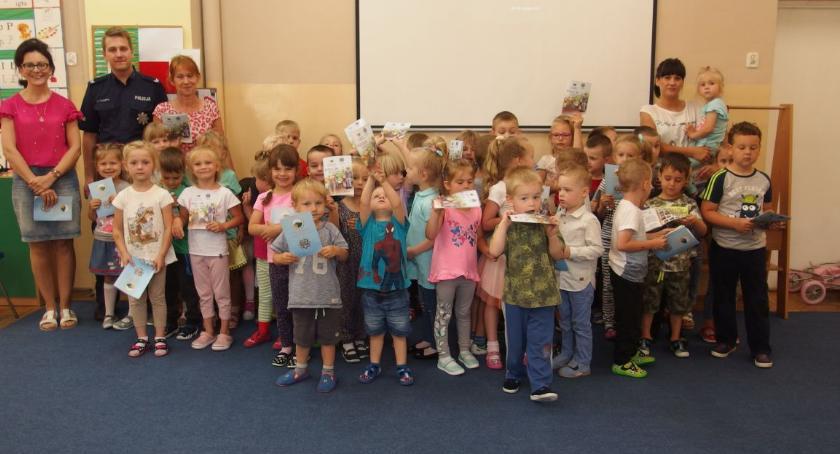 przedszkola, Rojewskie przedszkolaki uczą zasad bezpieczeństwa - zdjęcie, fotografia
