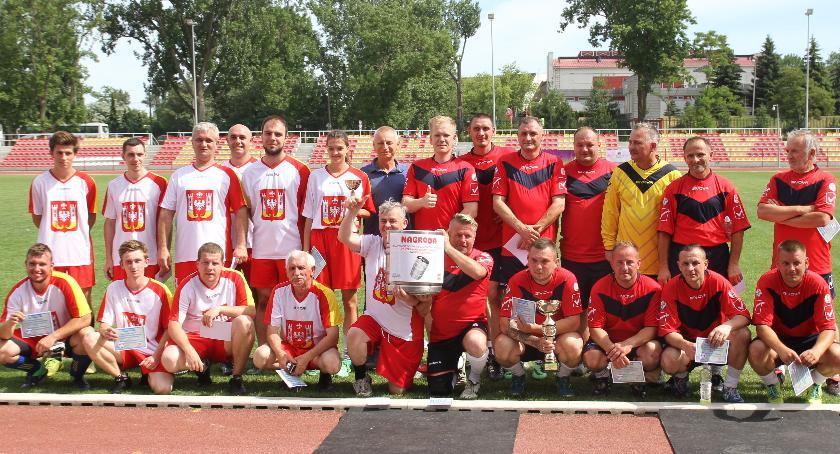 Piłka nożna, Mieszkańcy dokopali Samorządowcom - zdjęcie, fotografia