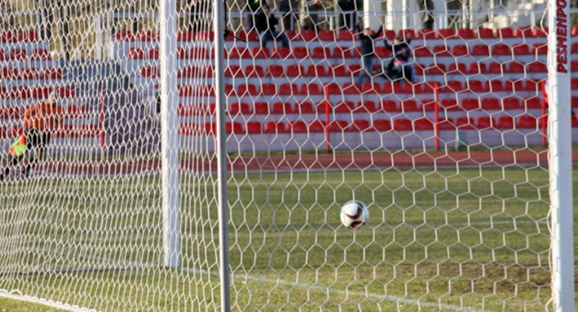 Piłka nożna, Cuiavia przegrywa Chełmnie - zdjęcie, fotografia