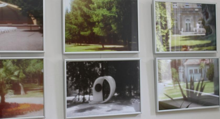 Wystawy, Uczestnicy warsztatów prezentują… - zdjęcie, fotografia