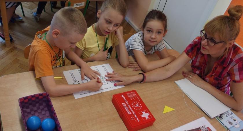 przedszkola, maluchy starszaki bezpieczne przedszkolaki - zdjęcie, fotografia