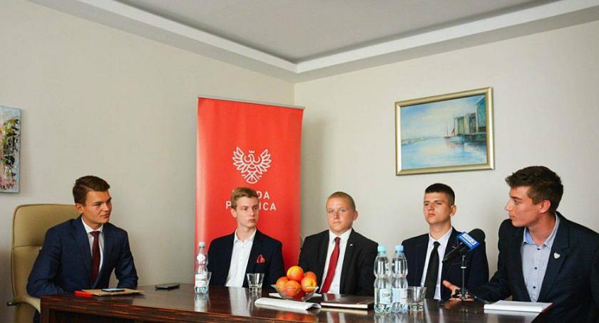 Samorząd, Młodzieżówki spotkały debacie - zdjęcie, fotografia