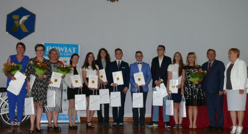 ponadgimnazjalne, Starostwo nagrodziło najlepszych uczniów - zdjęcie, fotografia