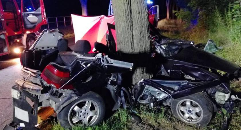 Wypadki drogowe , Tragiczny wypadek żyją młode osoby - zdjęcie, fotografia