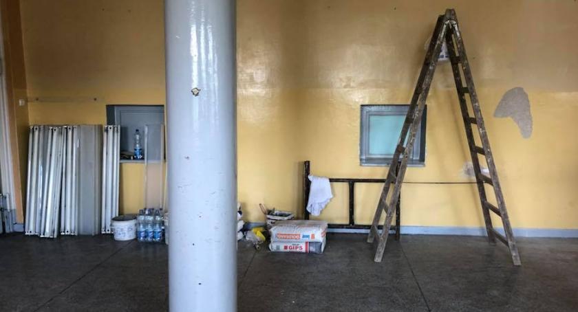 szkoły podstawowe, Wakacyjny remont - zdjęcie, fotografia