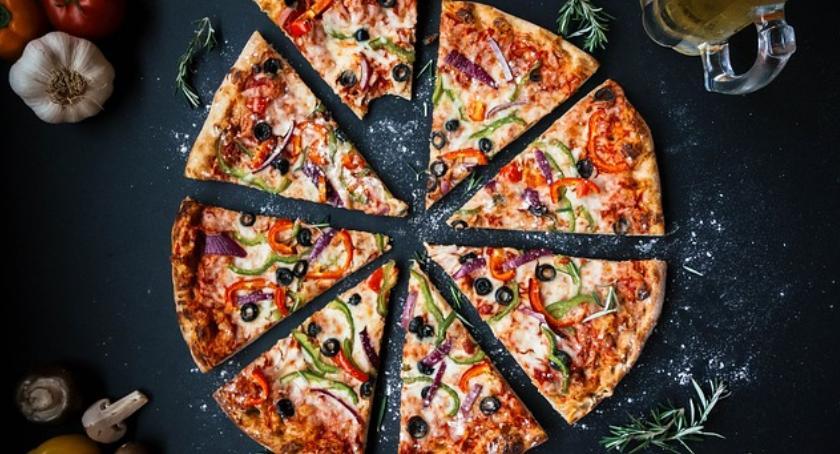 lifestyle, pizza tuczy Poznaj fakty temat kaloryczności pizzy - zdjęcie, fotografia