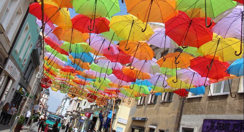 """Festyny, Aleja kolorowych parasolek """"Królówce"""" - zdjęcie, fotografia"""