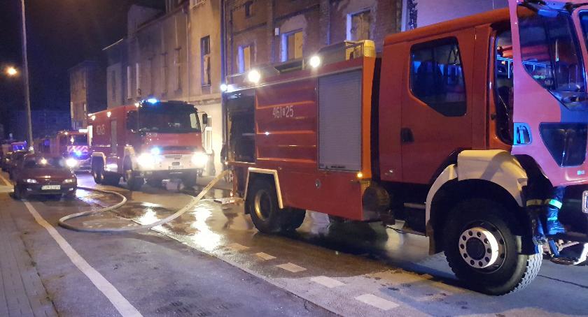 Straż Pożarna - interwencje , Pożar ścisłym centrum miasta - zdjęcie, fotografia